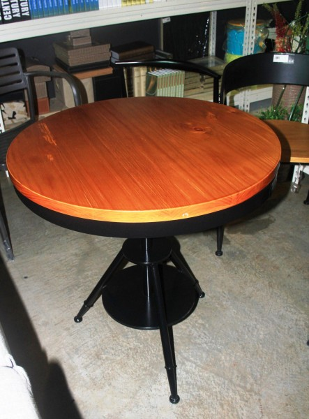FRM1047A ROUND DINING TABLE(PINE WOOD)