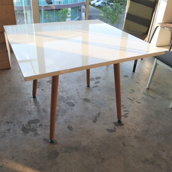 FRM5054 WOOD TABLE