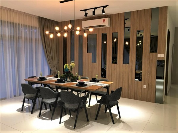 2.4M DINING TABLE - FRM51214
