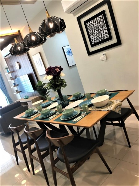 2.4M DINING TABLE - FRM51213